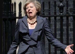 Воронка Brexit закручивается. Два министра Терезы Мэй покинули свои посты, на очереди сама премьер-министр thumbnail